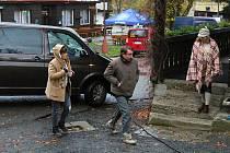 Filmaři natáčí ve Velkých Karlovicích volné pokračování seriálu Doktor Martin. Třináctidílná sada ponese název Strážmistr Topinka a hlavní roli si zahraje Robert Mikluš. V seriálu se nově objeví Jiří Bartoška nebo Jenovéfa Boková.