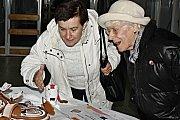 Prezentací svého cukrářského umění, se kterým zazářili na listopadovém mistrovství světa v Lucembursku, se o stříbrné neděli 16. prosince 2018 veřejnosti pochlubily studentky Střední odborné školy Josefa Sousedíka ve Vsetíně.