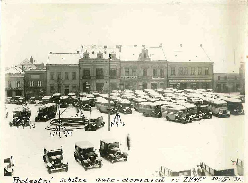 Zlín, Náměstí Míru 1932, protest autodopravců.