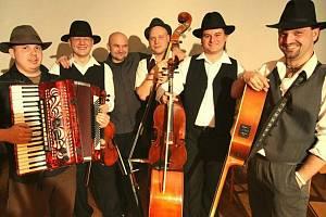 Folklorbeatová kapela Docuku.