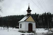 Kaple na rozcestí Podťaté ve Velkých Karlovicích.