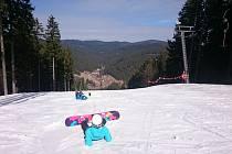 Víkendové lyžování na Razule: celodenní skipas a zabijačkové hody.