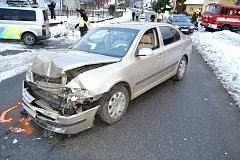 V Novém Hrozenkově na Horním Vsacku se v sobotu 3.prosince 2016 srazila Škoda Octavia a Seat. Tři lidé se lehce zranili. Příčinou nehody byl mikrospánek.