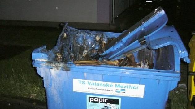V Meziříčí hořely kontejnery