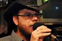Zpěvák vsetínské country kapely Martin Mrlina je jedním ze zakladatelů hudebního festivalu Starý dobrý western, který se koná vždy první srpnový víkend v Bystřičce na Vsetínsku.