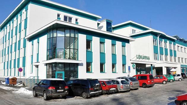 Rožnovská poliklinika je po rekonstrukci za 19 milionů korun. Dočkala se nové fasády, zateplení i oken