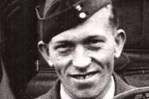 Rodák z Valašských Klobouk, Jan Balejka, létal v RAF, po revoluci 1989, se vrátil zpět do rodné vlasti