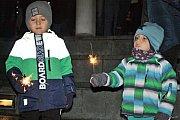 Zpívání vánočních koled se Vsacanem na Dolním náměstí ve Vsetíně