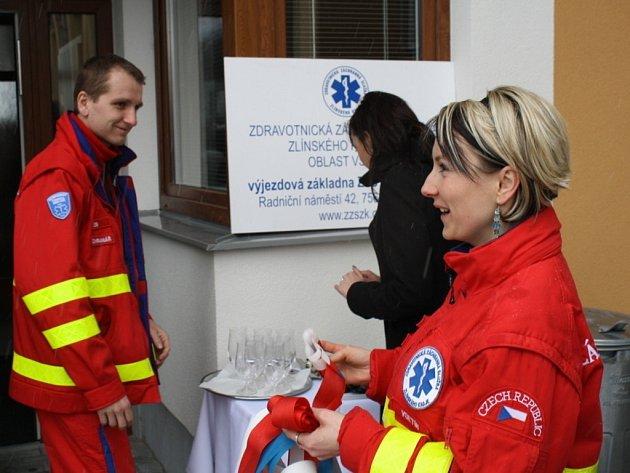 V Karolince v úterý otevírali novou výjezdovou stanice záchranné služby. Přestěhovala se sem z Nového Hrozenkova.