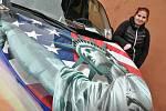 Kemp Ranč Bystřička v Bystřičce na Vsetínsku hostil od pátku do neděle 19. - 21. června 2020 další ročník Srazu majitelů amerických vozidel - US Cars. Na snímku Eliška Stupková se svým vozem Chrysler PT Cruiser z roku 2001.