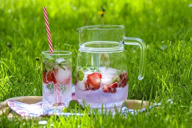 Dodržujte pitný režim, voda pomáhá kpročištění těla a udržení si optimální váhy