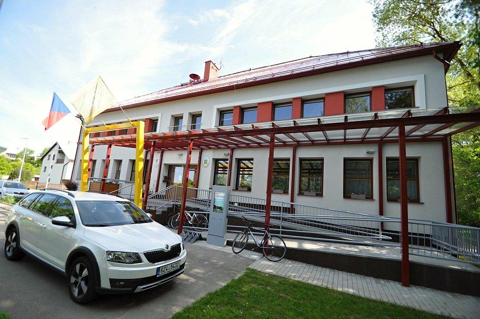 Francova Lhota - rekonstruovaný kulturní dům a obecní úřad