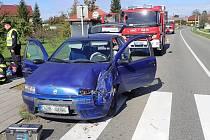 V Horní Lapači spadla na projíždějící auto lžíce od bagru.