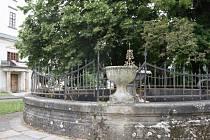 První zmínka o kašně na Horním náměstí ve Vsetíně pochází z roku 1615.