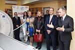 Slavnostní uvedení nového moderního počítačového tomografu (CT) do provozu v Nemocnici ve Valašském Meziříčí. Vpravo hejtman Zlínského kraje Jiří Čunek; říjen 2019