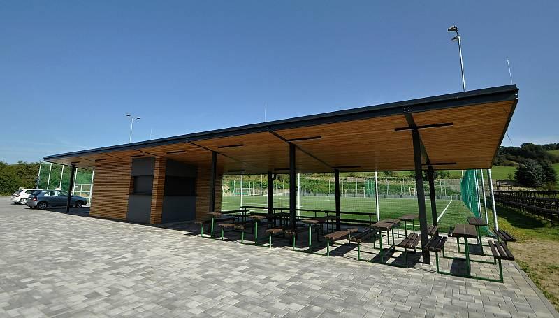 Vidče - nový bufet s posezením v rekonstruovaném sportovně-kulturním areálu.