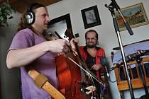 Vsetínská kapela Dareband dokončila natáčení CD Uzené aj slibovička. Pokřtí jej 21. června 2013 na zámku ve Vsetíně.
