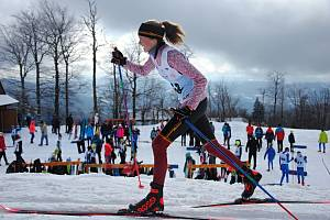Dětský krajský závod ve sprintu na běžkách klasickou technikou na Pustevnách v Beskydech; sobota 15. února 2020