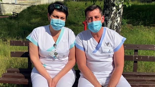 Manželé Karla a Vladimír Melichaříkovi se poznali v Nemocnici ve Valašském Meziříčí. Společně zde pracují už desátým rokem.