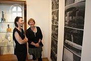 Několik desítek příznivců výtvarného umění přišlo do Galerie Stará radnice na vernisáž sochaře Miroslava Machaly a fotografa Roberta Goláně.