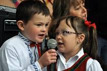 V areálu zámku v Hošťálkové se v sobotu 1. června 2013 odpoledne uskutečnil druhý ročník akce nazvané Obecní mašík. Pro letošek při příležitosti Dne dětí byla akce spojená s dětským dnem.