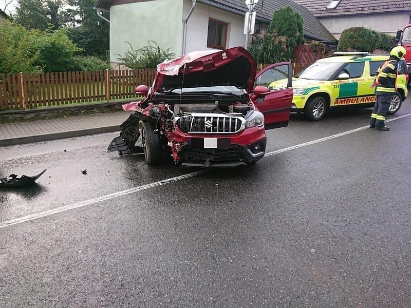 Nehoda dvou osobních vozidel ve Štítné nad Vláří,