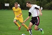 V sobotu se hrálo ve Velkých Karlovicích derby. Přijela rezerva Valašského Meziříčí (bílé dresy), která domácím doslova uloupila tři body za vítězství 2:4.