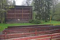 V letním kině v Brankách se naposledy promítalo před devíti lety. Od té doby je vydáno napospas vandalům.
