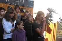 Ve Valašském Meziříčí tráví část prázdnin šestnáct maldých zájemců o astronomii a kosmonautiku z Česka a Ruska.