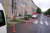 Do experimentu se sloupky, které mají zvýšit bezpečnost chodců na přechodech, se pustili ve Vsetíně.