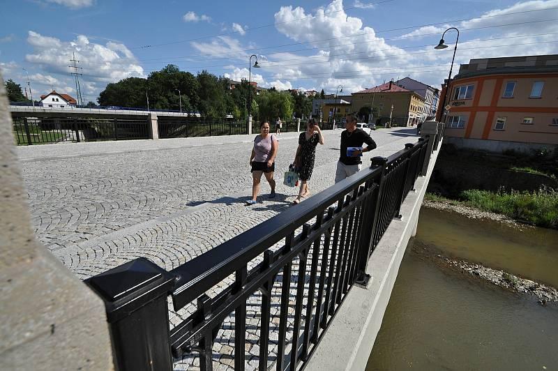 Valašské Meziříčí - rekonstruovaný most přes řeku Bečvu v centru města
