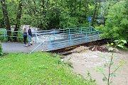 Nadměrné množství srážek 22. května 2019 zkomplikovalo situaci ve Vsetíně. Neprůchodné byly některé úseky kolem potoka Rokytenka.