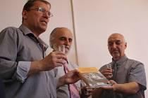 Ve Vsetíně pokřtili novou knihu o Josefu Sousedíkovi