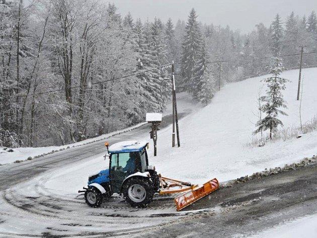 Vrchol Soláně pokryl ve středu 19. dubna 2017 sníh. Třebaže podle kalendáře už by dávno mělo panovat jaro.