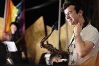Saxofonista Tom Smith.