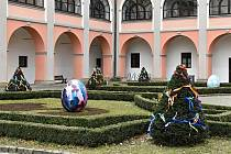 Velikonoční výzdoba v centru Valašského Meziříčí.