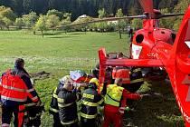 Mladého muže zavalila v sobotu 16. října 2021 při práci ve výkopu ve Velkých Karlovicích hlína. Zasahovali hasiči i zdravotníci. Do nemocnice muže transportoval vrtulník