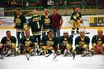 Na Lapači se slavilo 20 let od postupu Vsetína do extraligy. Exhibice VHK Vsetín (současný tým) vs. Vsetín 1993–94 (zelené dresy)