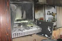 Přiotrávený šestnáctiletý muž a škoda vyčíslená na přibližně dvě stě dvacet tisíc korun. Takové jsou následky čtvrtečního ranního požáru v bytě panelového domu ve vsetínském sídlišti Sychrov.