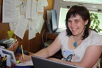 Ředitelka organizace Auxilium Božena Mikulíková je současně terénní pracovnící, která vyjíždí k potřebným rodinám.