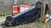 Nehoda osobního vozu Audi u Lužné na Hornolidečsku v pátek 12. dubna 2019.