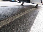 Mladému řidiči se za jízdy odpojil návěs kamionu.