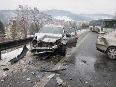 Dvě zraněné děti a tři dospělí. Takové jsou následky sobotní dopolední dopravní nehody ve Vsetíně.
