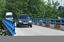 Most přes Rožnovskou Bečvu ve valašskomeziříčské čtvrti Kouty bude čtyři měsíce uzavřen. Čeká ho rozsáhlá oprava.