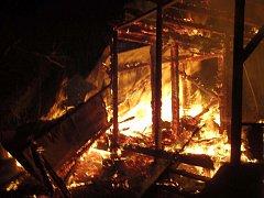 Objekt určený k demolici zachvátil požár.