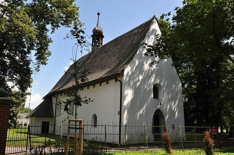 Valašské Meziříčí - kostel sv. Jakuba Většího stojí v místě bývalého krásenského náměstí v sousedství zámku Kinských