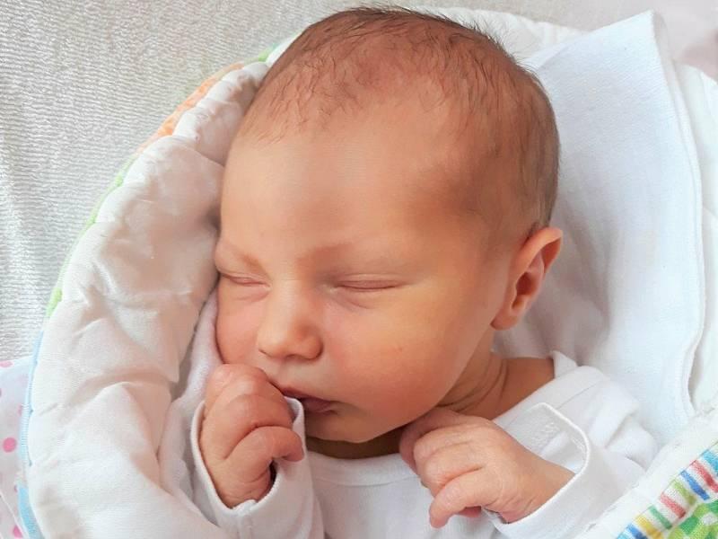 Ema Hasalová, Třebětice, narozena 20. července 2021 ve Valašském Meziříčí, váha 3050 g