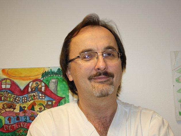 Marián Rubint je v pořadí teprve čtvrtým primářem samostatného Dětského oddělení vsetínské nemocnice.