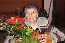 Anežka Zacharová při oslavě 103. narozenin.
