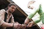 Valašská nadace uspořádala v pátek v chalupě u Hrnčířů ve Francově Lhotě tradiční valašské Velikonoce. Malovala se vajíčka, pletly pomlázky a pekly velikonoční jidáše.